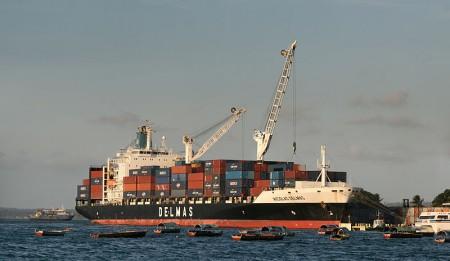 Container Ship - Photo by Muhammad Mahdi Karim