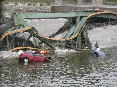 Bridge_collapse_in_Minnesota - Public Domain