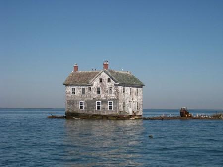 Abandoned House - Photo by Flickr User baldeaglebluff