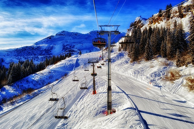 Skiing - Public Domain