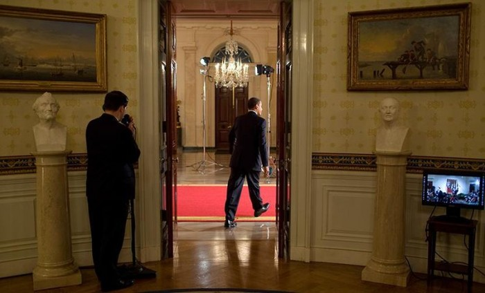 barack-obama-leaving-the-blue-room-public-domain