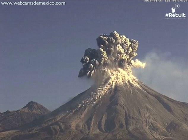 mexico u0026 39 s colima volcano erupts  sending 1 5 mile ash plume