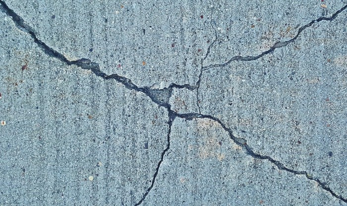 earthquake-cracks-public-domain