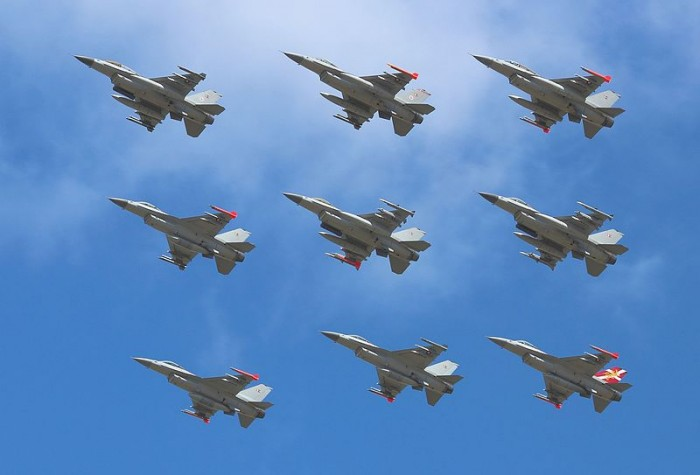 f-16s-photo-by-slaunger