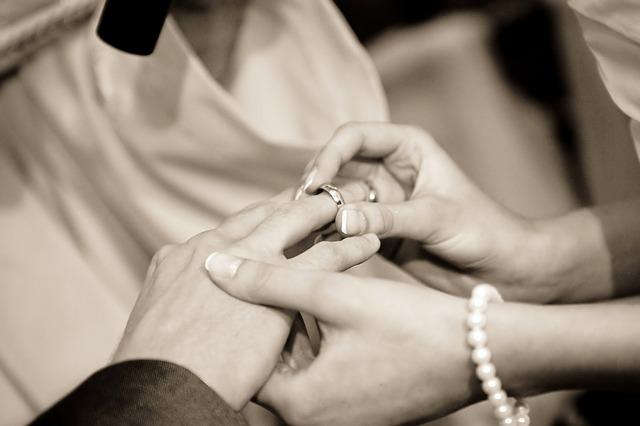 wedding-exchanging-rings-public-domain